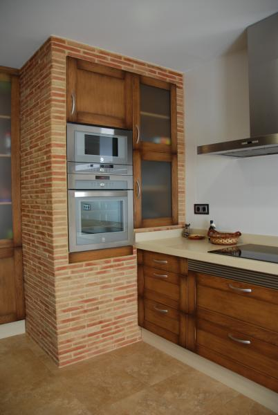 cocina clasica con columna en obra cocinas murcia