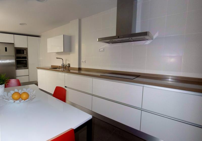 Cocinas en dos tramos cocinas murcia - Cocina sin tiradores ...