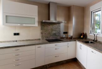 Cocina en dm lacado blanco mate cocinas murcia - Cocina blanca mate o brillo ...